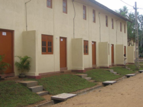 24 Complete townhouses or row houses